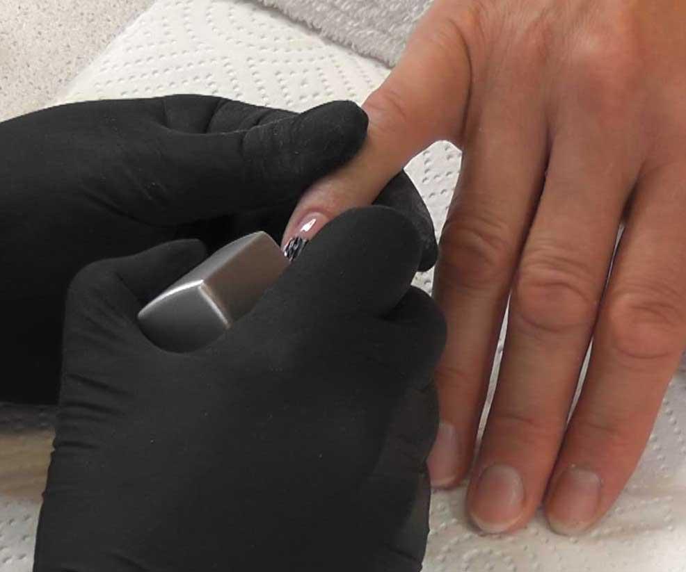 Gelnägel entfernen lassen im Nagelstudio