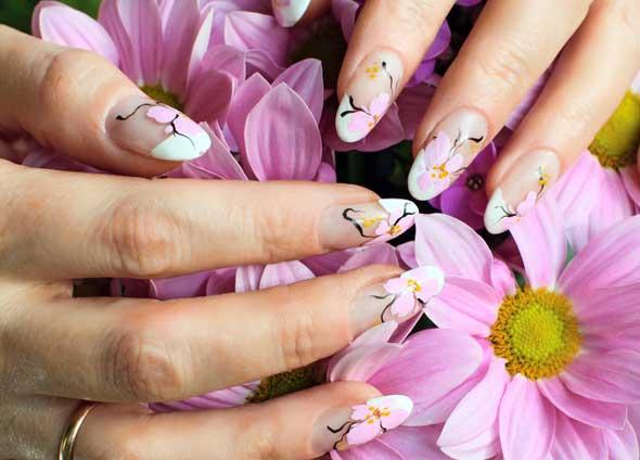 Nageldesign und Nailart Bilder mit Blumen Muster