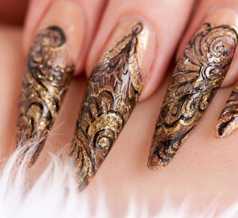 Stiletto Fingernagel mit Nageldesign